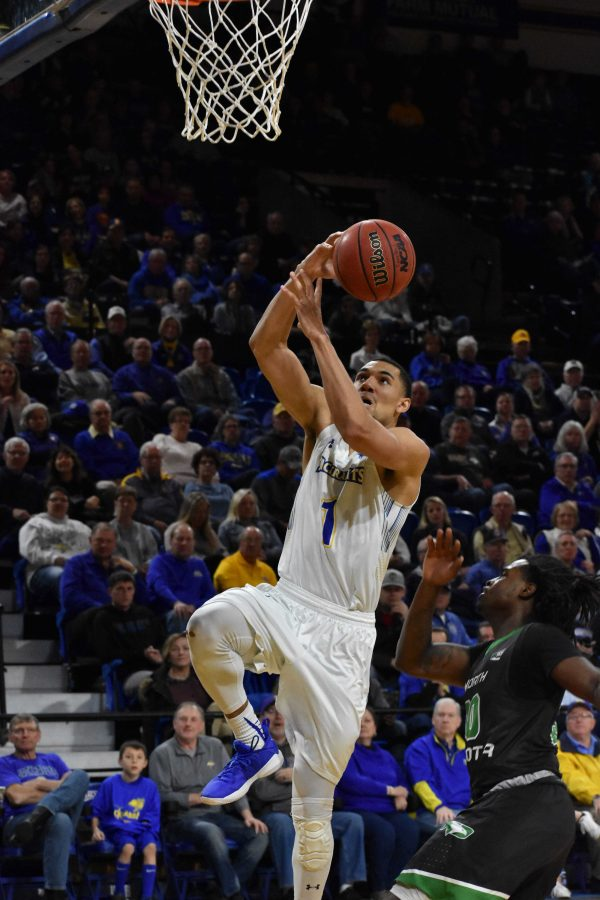 ABBY+FULLENKAMP%0ASenior+guard+Skyler+Flatten+%281%29+goes+for+a+layup+against+North+Dakota+Dec.+12%2C+2017.+The+Jacks+won+99-63.+They+host+Fort+Wayne+at+4%3A15+p.m.+Jan.+27+in+Frost+Arena.