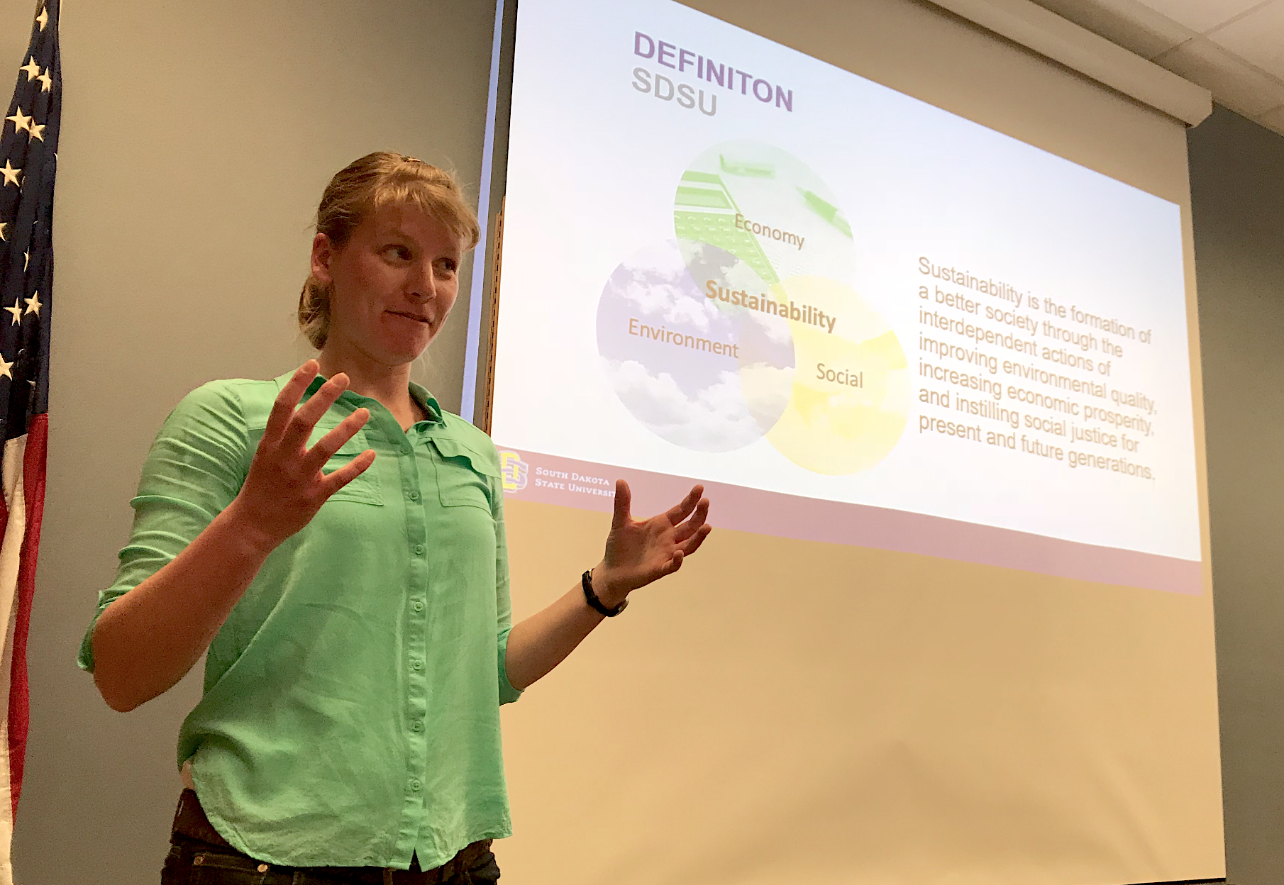 BRIANNA SCHREURS Campus Sustainability Specialist Jennifer McLaughlin gives a presentation about how to practice sustainability at the Oct. 22 Students' Association meeting.