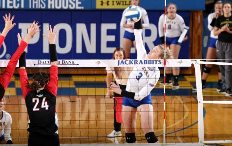 Volleyball team closes season with Summit League wins