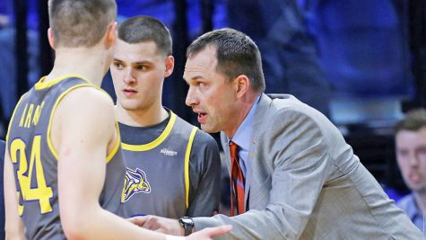 Eric Henderson steps up as new men's basketball head coach